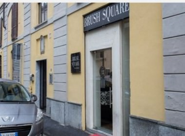 Tortona Locations brush-square esterno