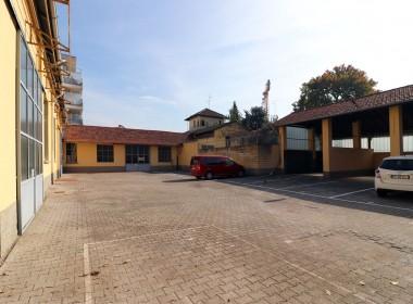 06_officine-de-rolandi-parking-esterno-low (1)